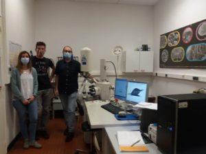 Natalia LLopis, Valentin Foulon et Philippe Eliès dans le laboratoire du LEMAR