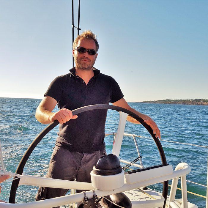 Dr en biologie et en biochimie, il représente SubCtech en France, plus précisément à Roscoff, auprès de la fameuse Station de biologie marine.